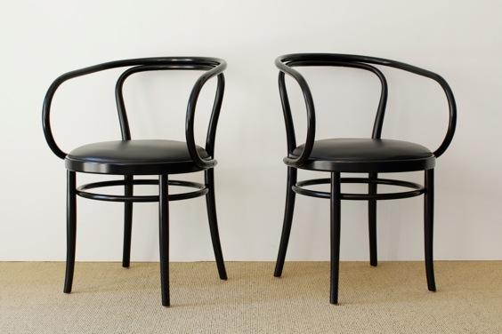 2005年製のトーネット・アームチェア(曲げ木椅子)です。